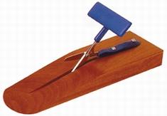 Tafelschaar op houtenblok